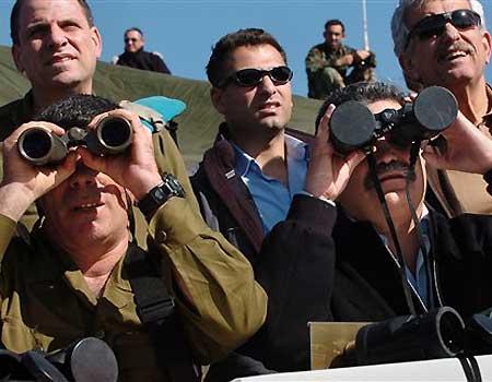 0_21_022307_peretz_binoculars-798756.jpg