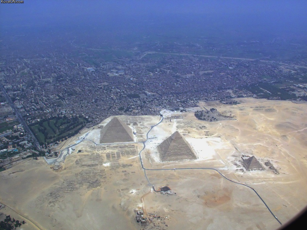 http://www.3jokes.com/images/2013/Data/Other/Giza_pyramid_complex.jpghttp://www.3jokes.com/images/2013/Data/Other/Giza_pyramid_complex.jpg
